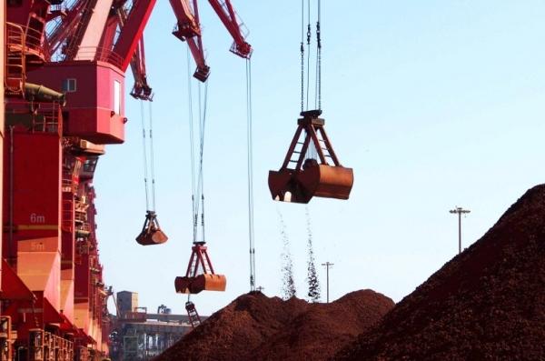 Caen exportaciones de mineral de hierro de Brasil a China