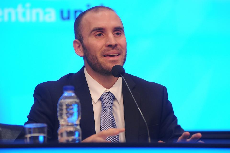 New Argentine finmin focused on debt restructuring