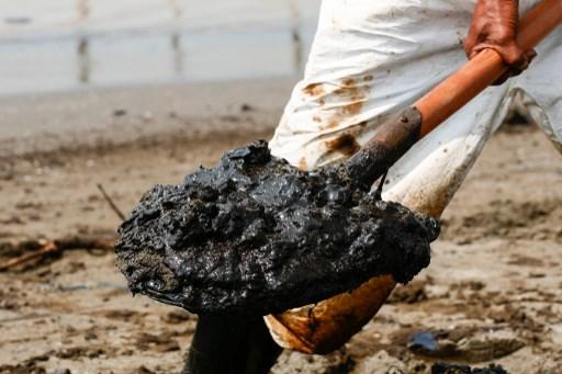 Misterioso derrame petrolero en Brasil podría devenir en pesadilla ambiental