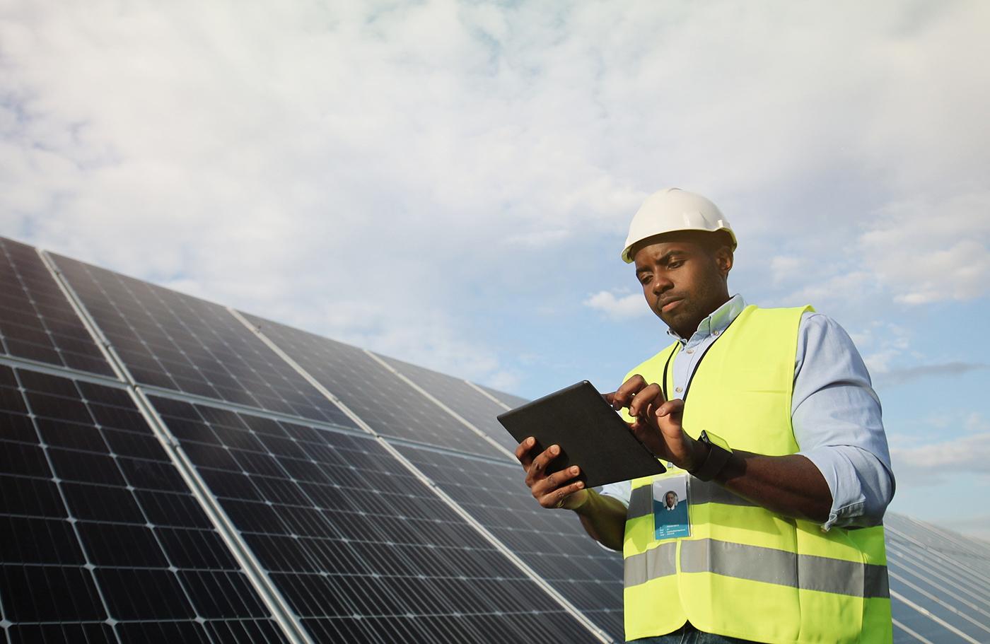 Los practicantes de energía solar fotovoltaica buscan la certificación internacional con el apoyo de CDB