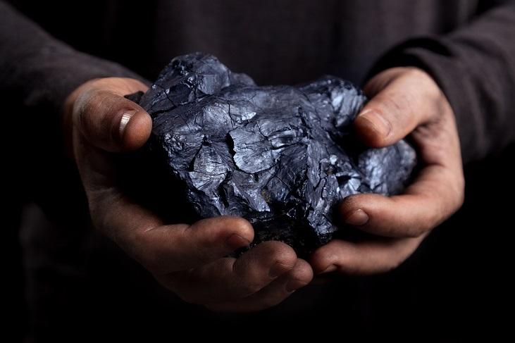 Autorizan a Glencore a entregar concesiones de minas de carbón en Colombia
