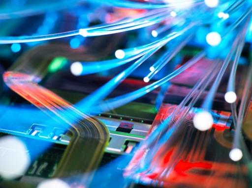 WOM se adjudica contrato para instalar red de fibra óptica en Chile