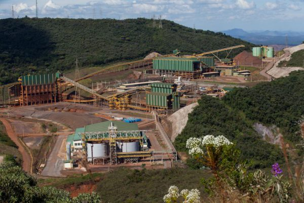 Brasileña Samarco emprende reanudación con cautela