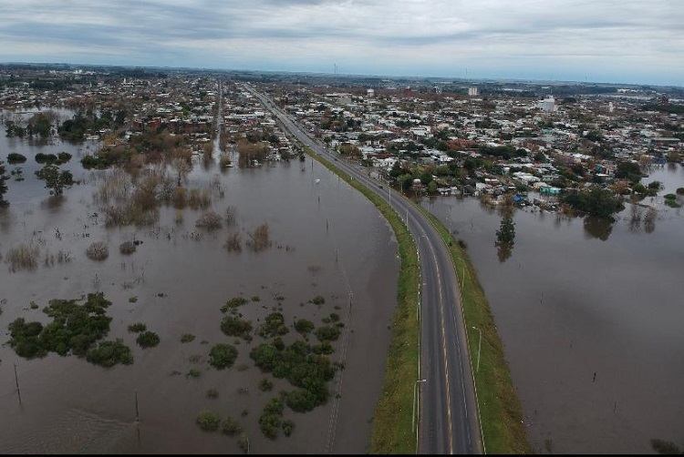 Thousands evacuated as floods batter Uruguay