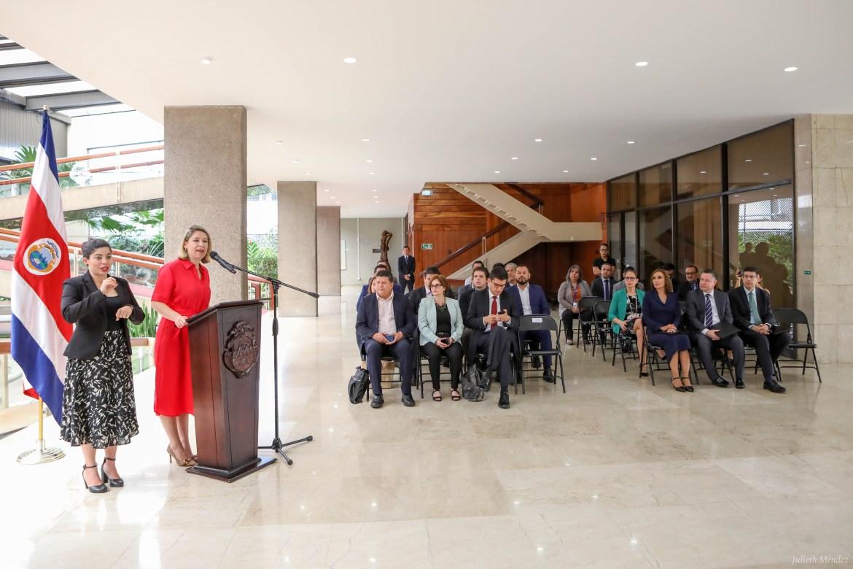 Bancos públicos de Costa Rica anuncian créditos especiales para vehículos, taxis y autobuses eléctricos