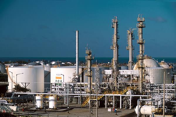 Petrobras proceeds with refineries sale