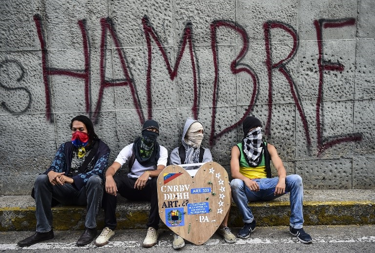 Brazil considers closing its border with Venezuela