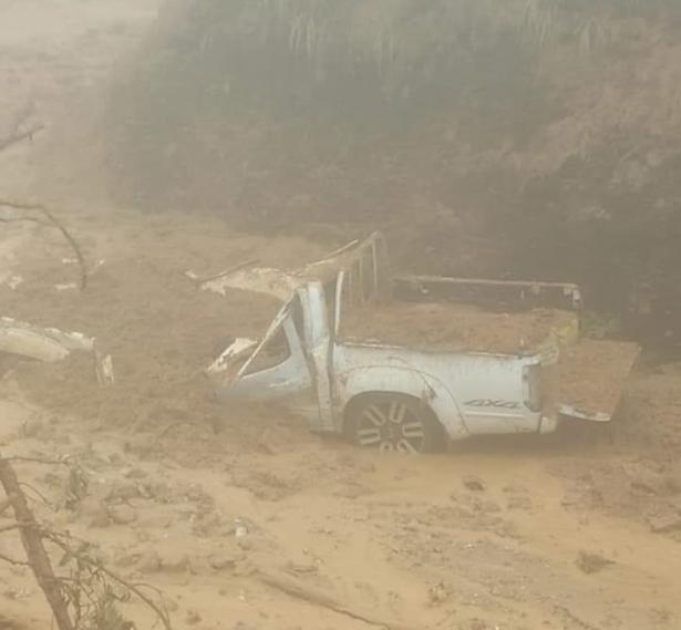 Inundaciones afectan más carreteras en Colombia