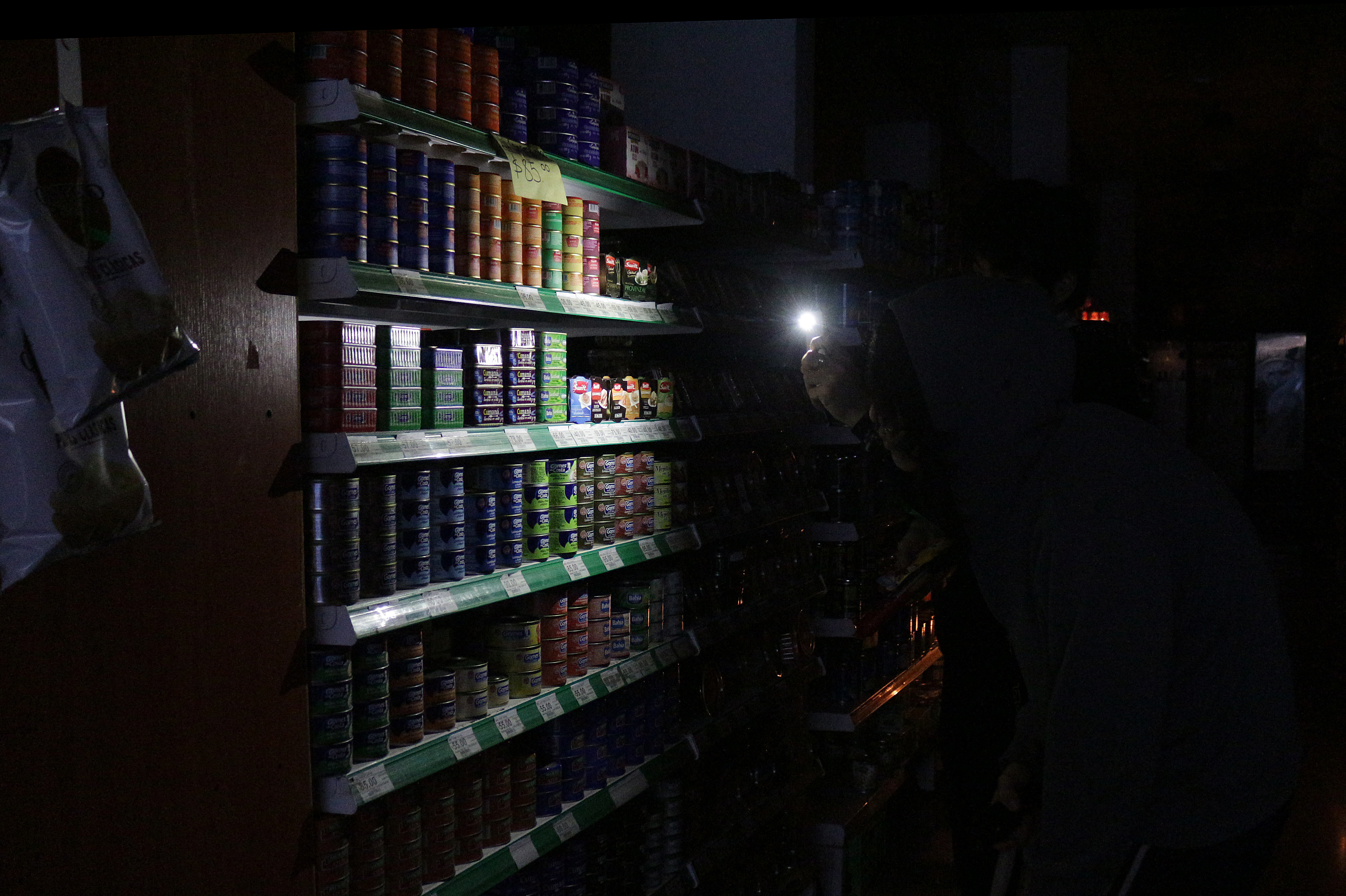 Massive blackout sparks water rationing in Argentina, Uruguay
