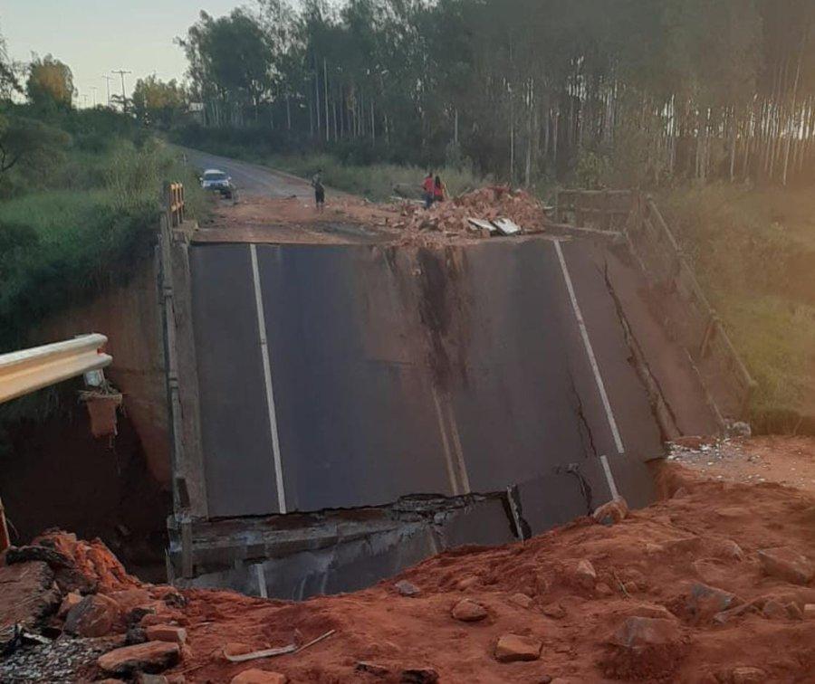Investigarán mortal colapso de puente en Paraguay