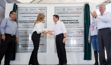 Peña Nieto inaugura obras viales en Sonora