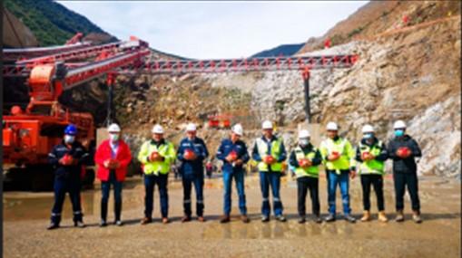 Inicio del colocado del hormigón HCR de la presa Sehuencas