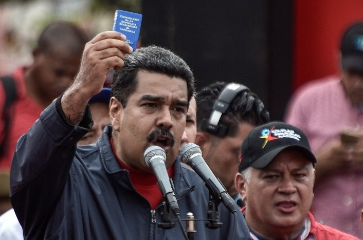 ¿Se ha extralimitado Maduro?