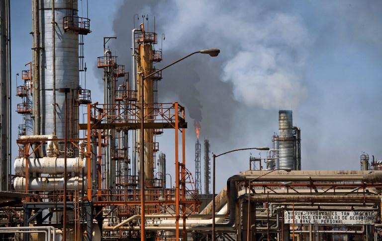 Corte de energía profundiza problemas de refinación en México