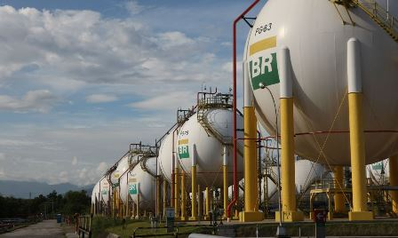 Cosan makes bid for Petrobras gas distribution unit