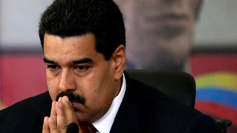"""Sanciones petroleras de EE.UU. marcan """"final del juego"""" para Maduro"""