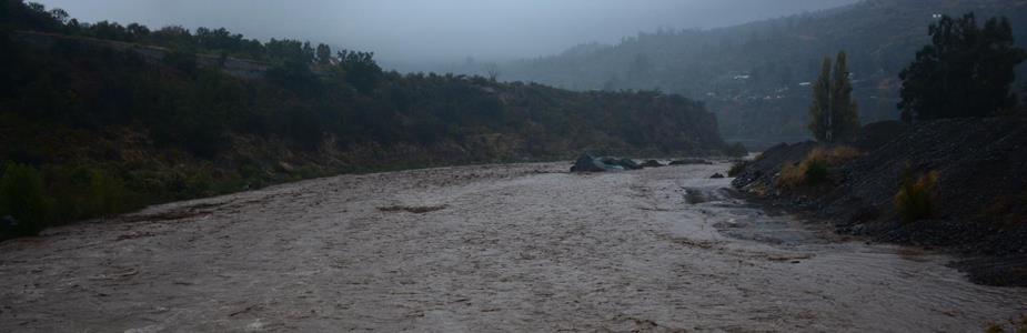 Fuertes lluvias en Santiago generan cortes de agua y cierre de vías