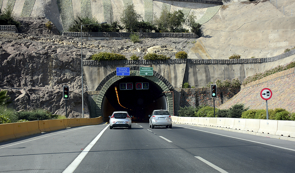 Globalvía adquiere 34% de dos concesiones viales en Santiago