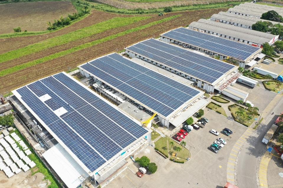 Celsia y Zip Búfalo inauguran techo fotovoltaico en parque Industrial en Villanueva, Cortés