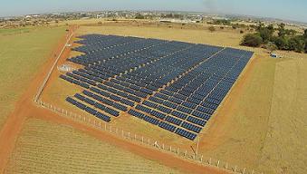 American Tower recurre a planta solar para abastecer red de fibra en Brasil