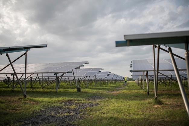 Agencia Francesa de Desarrollo (AFD) otorgó 250 mil euros no reembolsables para estudios del recurso solar a mediana y gran escala en Ecuador y desarrollo de nuevos proyectos