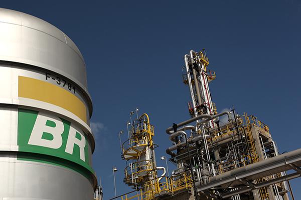 Small Brazil fuel distributors feeling Petrobras' supply squeeze