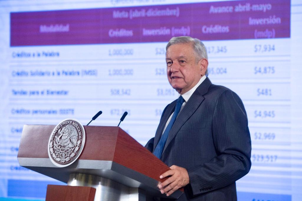 """AMLO promueve masivo programa de créditos como apoyo """"desde abajo hacia arriba"""""""