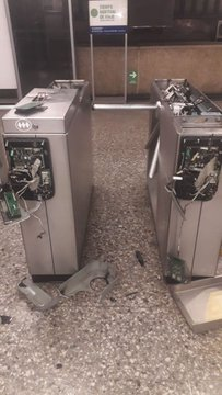 Disturbios afectan plan de expansión de Metro de Santiago