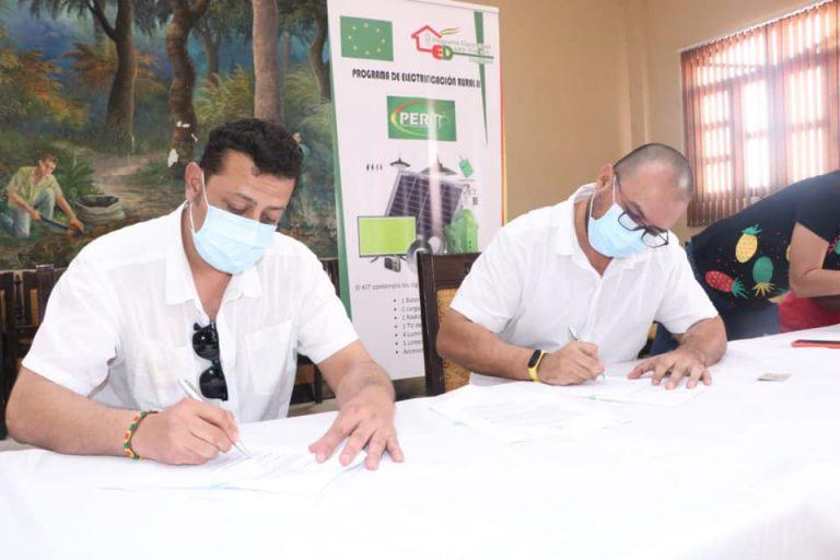 Firma de Convenio para ejecutar proyecto de electrificación rural en Bolivia