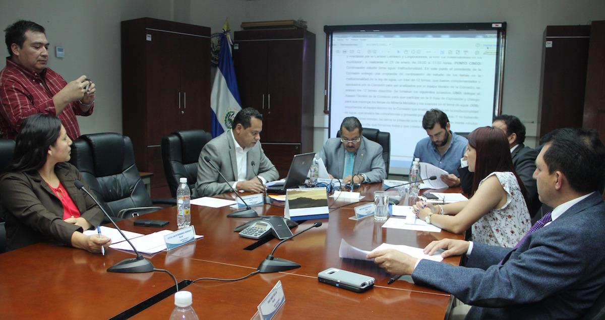 El Salvador avanza con ley de agua