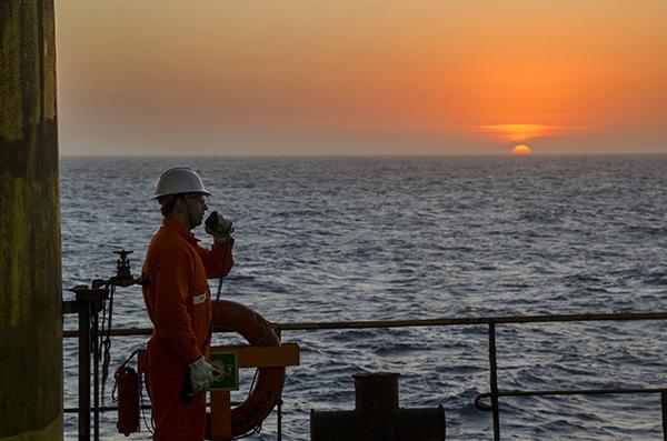 Casos de covid-19 aumentan en sector de petróleo y gas de Brasil