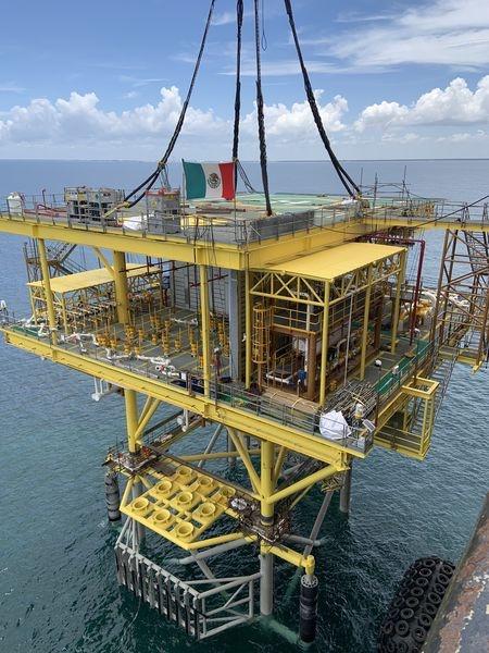 Contratista de hidrocarburos instala plataforma costa afuera de Pemex