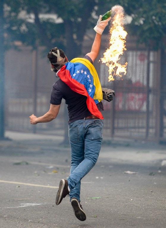 Venezuela anuncia retiro de la OEA mientras presión sobre Maduro aumenta