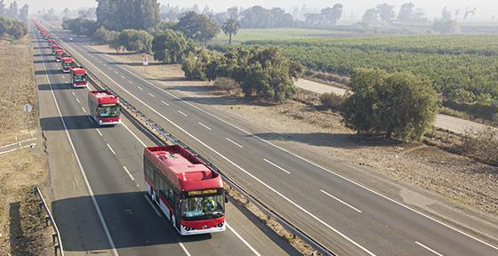 Chile adjudica contratos por buses para Santiago tras larga demora