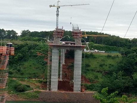 Brazil-Paraguay bridge works reach halfway mark