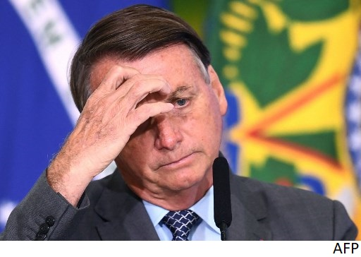 Bolsonaro extiende beneficios por la pandemia ante caída de apoyo