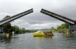 Chile's Cau Cau bridge may have to be demolished
