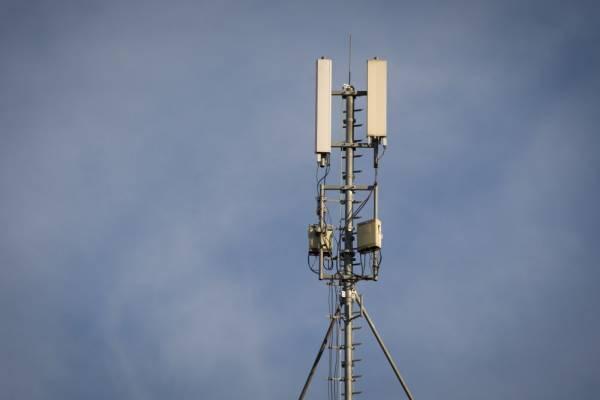 Phoenix adquiere torres celulares de Digicel en El Salvador