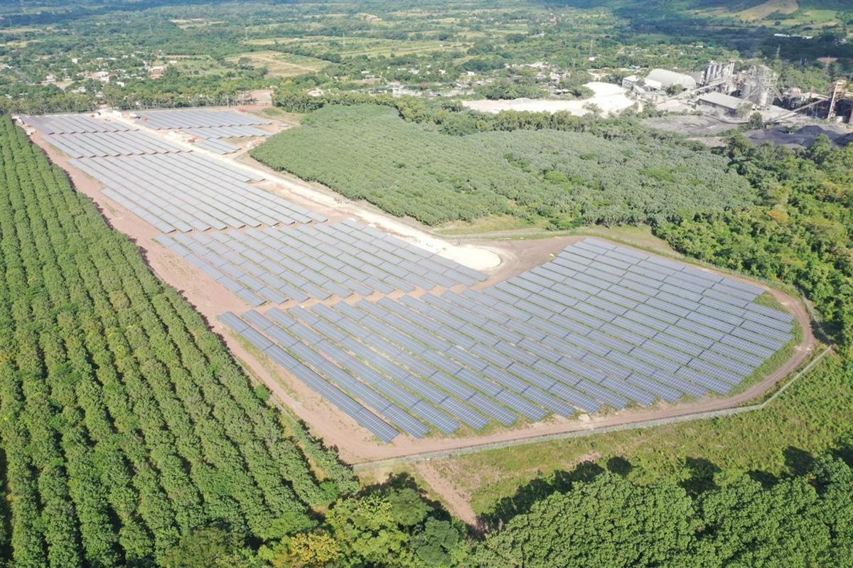 Cementos Argos y Celsia inauguran la primera granja de energía solar del sector cementero en Honduras