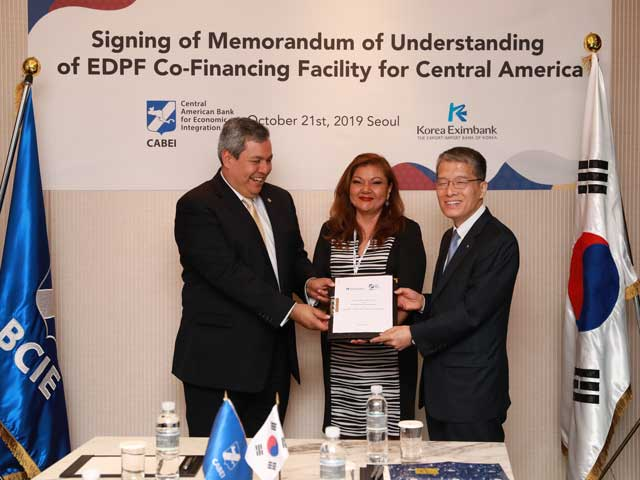 CABEI signs collaboration agreement with Korea Eximbank to promote electric mobility in the region