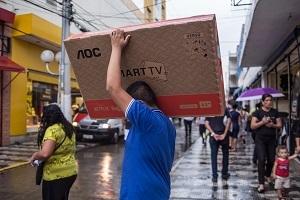Banca podría extender alivio a préstamos y subir provisiones por debilidad latinoamericana