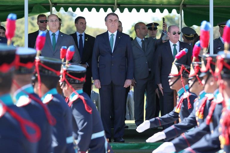 Apoyo a Bolsonaro cae en medio de crisis amazónica y debilidad económica