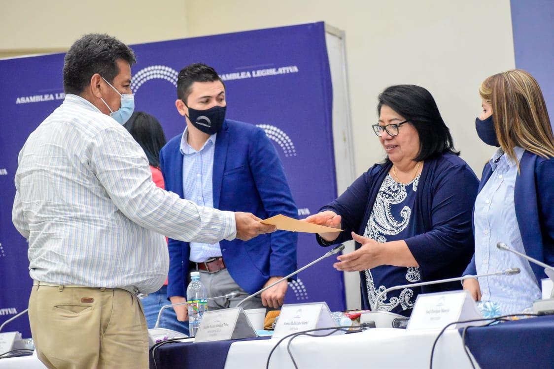 Iglesias, asociaciones y sociedad civil dan aportes para formación de la Ley General de Recursos Hídricos en El Salvador