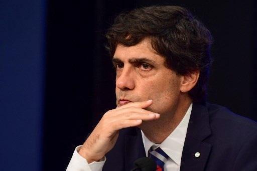 Argentina busca renegociar plazo de deuda en medio de severa crisis financiera
