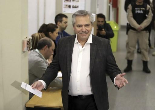 Fernández intenta apaciguar temores de inversionistas en Argentina