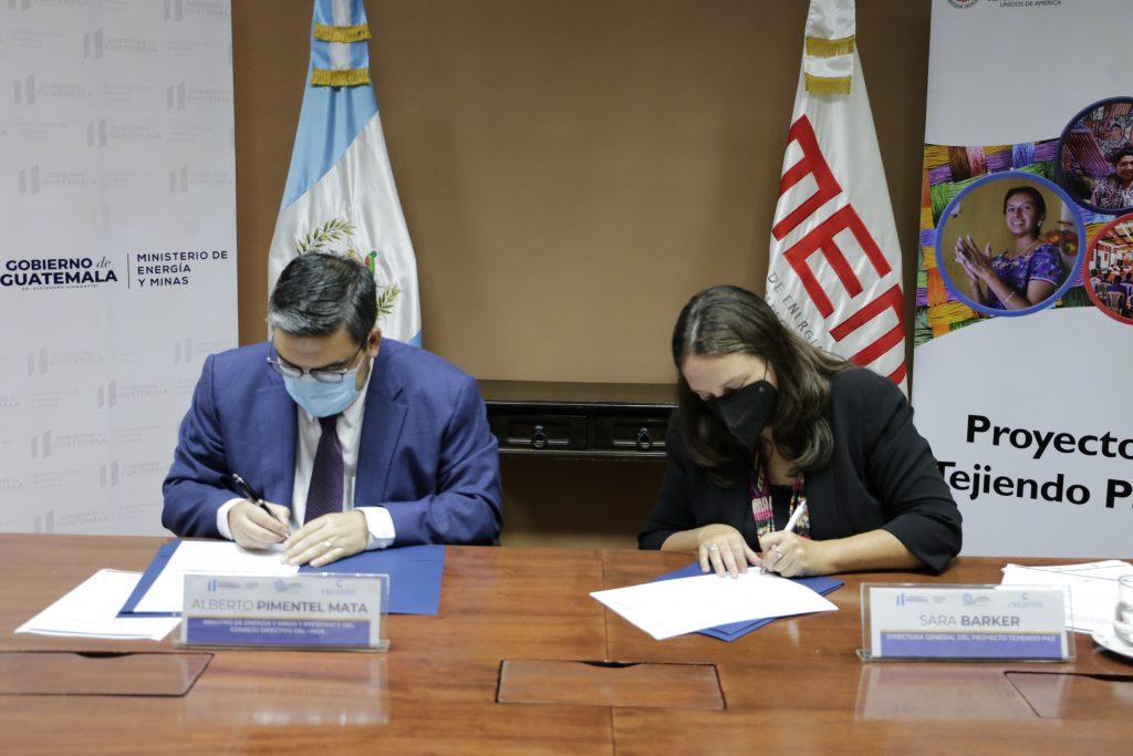 Guatemala firma memorandos para fortalecer capacidad de resolución de conflictos