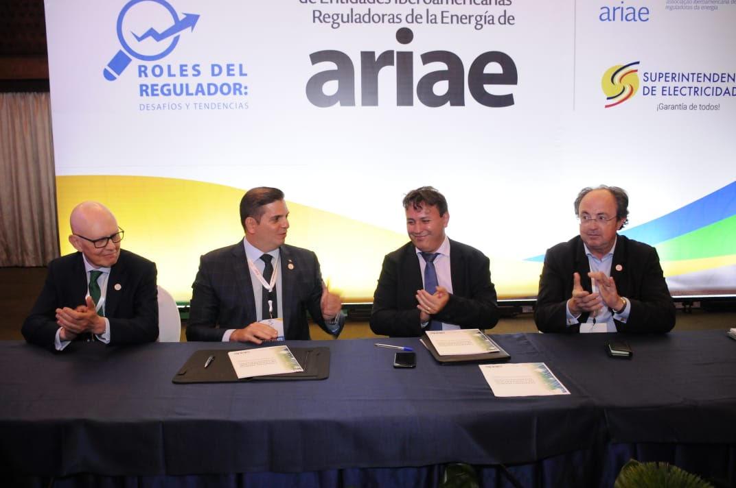 OLADE y ARIAE firman Convenio de Cooperación Interinstitucional