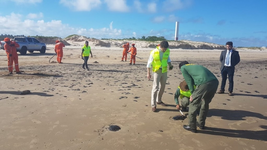 Brasil crea plan hídrico de emergencia ante derrame de petróleo