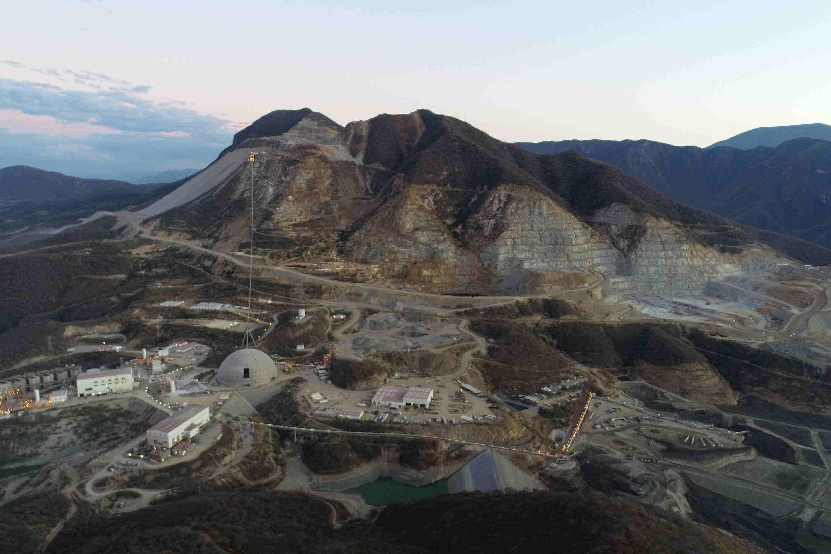 Principales minas de oro siguen sufriendo efectos del COVID-19