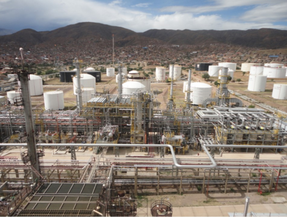 At a Glance: Closing the digital divide at YPFB's refineries